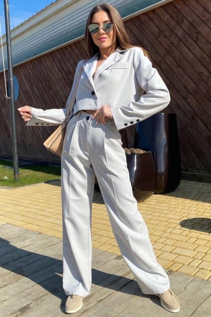 костюм с коротким пиджаком